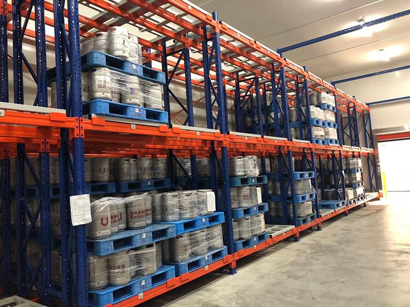 塑料托盘应用于工厂仓库上货架
