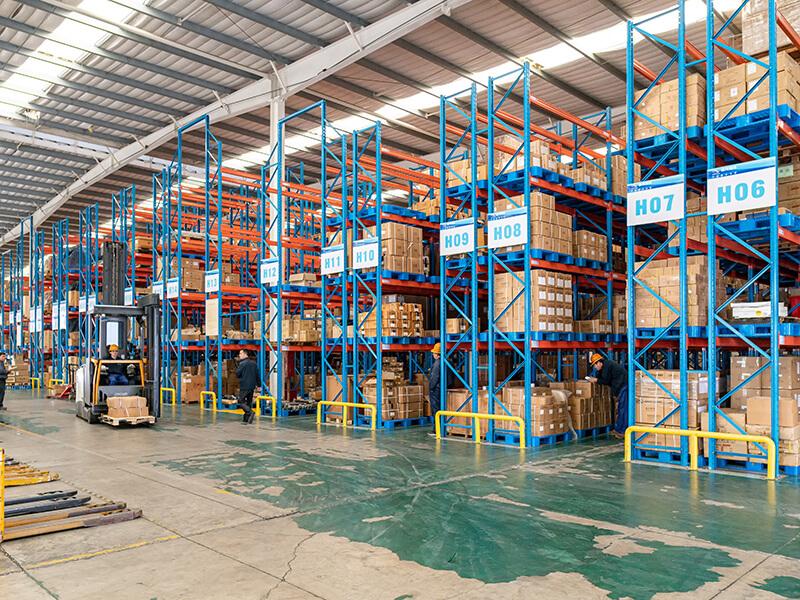 塑料托盘应用于大型仓库货架
